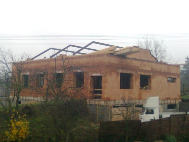 .namontovane železné ramy na střechu